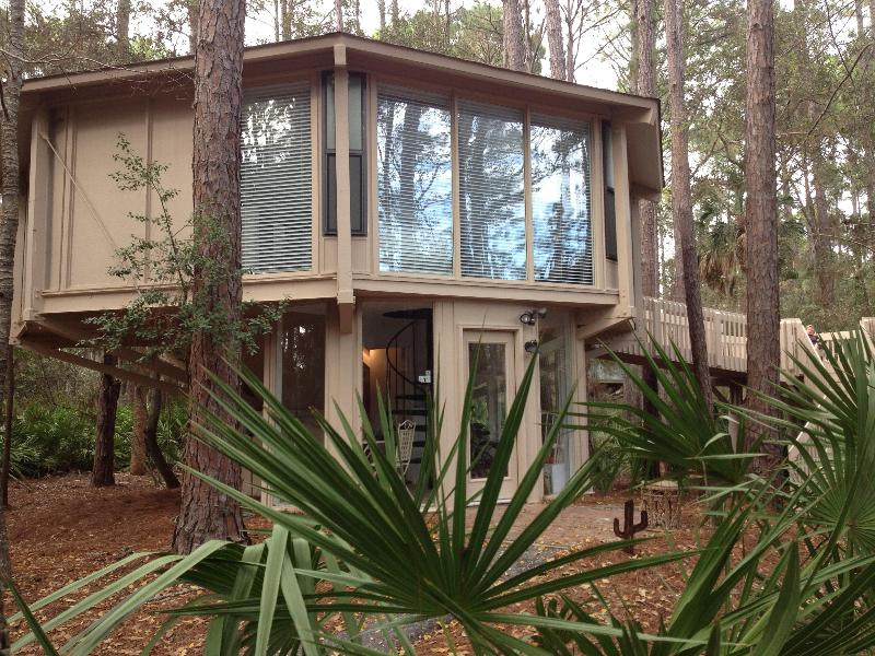 Newly Remodeled - 4 Minute Stroll to Harbour Town - Image 1 - Hilton Head - rentals
