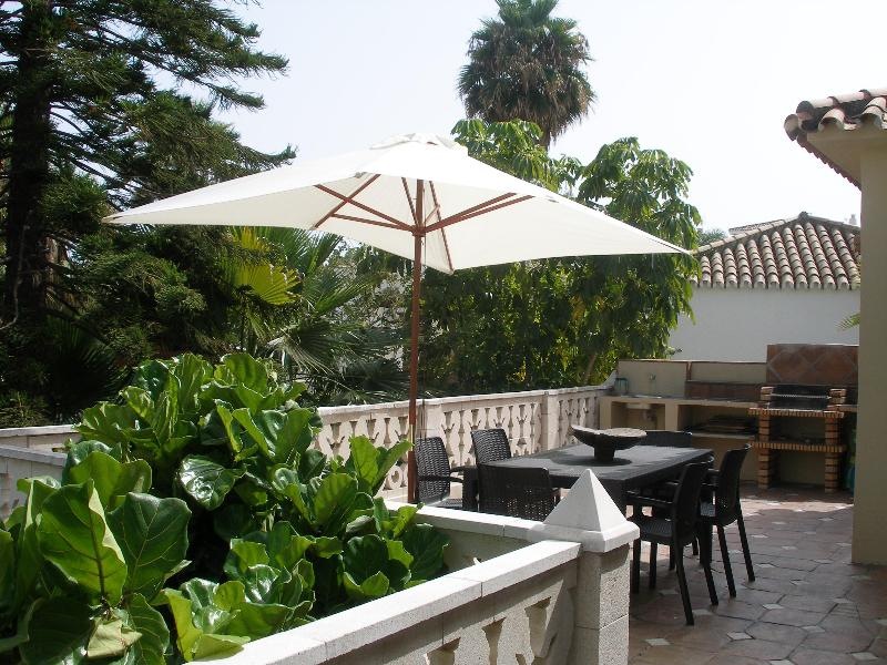 Terrace and Barbeque - Lovely Detached House, beach side. - Estepona - rentals