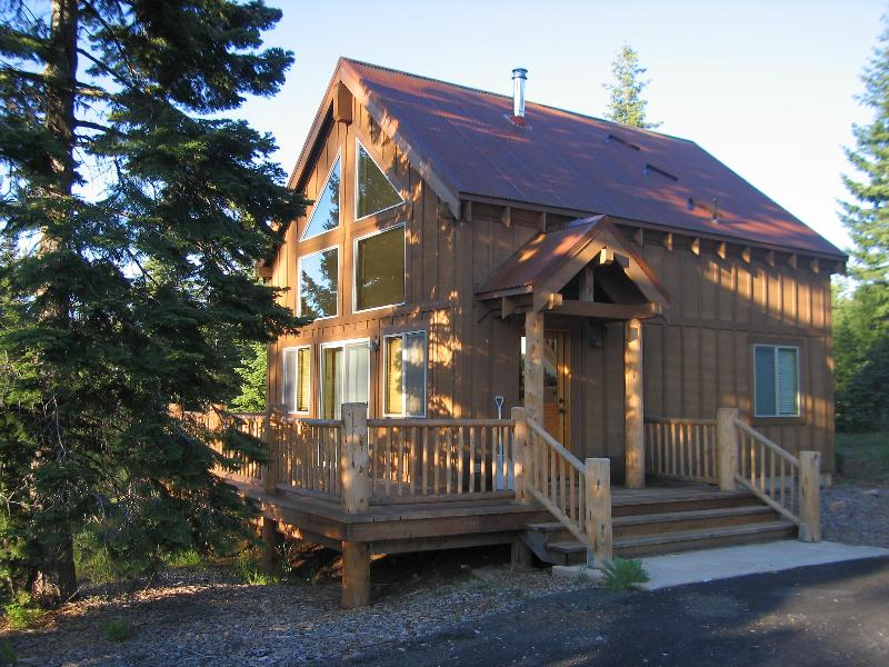 Thimbleberry Cabin in June... - Cozy cabin at Cascade crest near Lake of the Woods - Klamath Falls - rentals