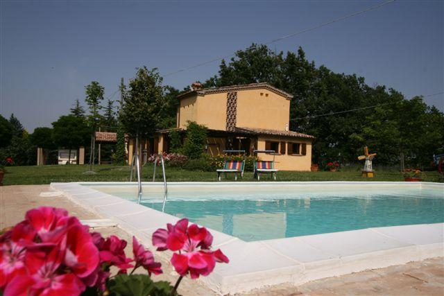 With panoramic views lovely villa with pool - Image 1 - Sassoferrato - rentals