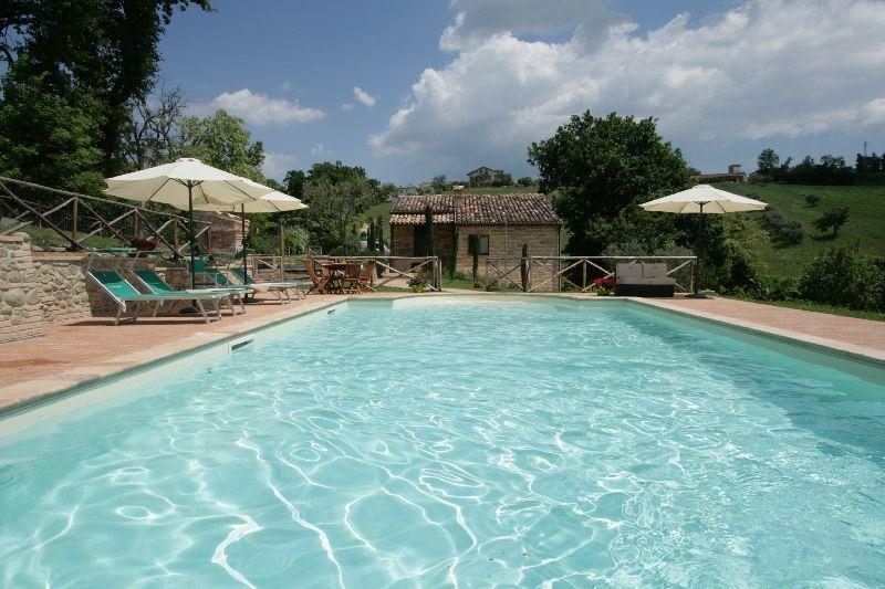 Villa in a quiet place with a beautiful pool - Image 1 - Sant'Angelo In Pontano - rentals