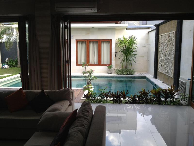 Living Room Looking Out To Pool - Villa Wayan - Canggu - rentals
