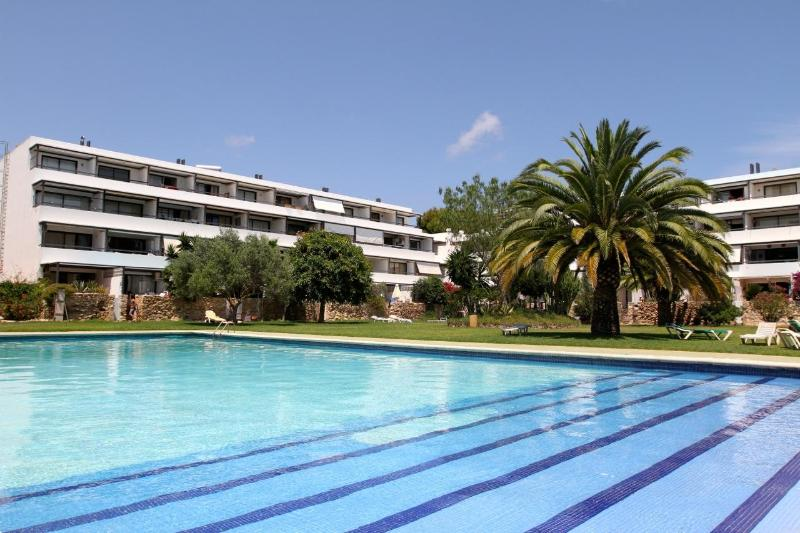 Community pool with apartment in backgound - 3 bdr. modern apartment w/community pool & garden. - Ibiza - rentals