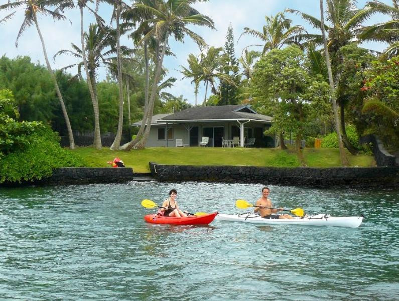 kayaking right in front of the Bayfront Bungalow - Bayfront Bungalow - slip right into a calm cove - Pahoa - rentals