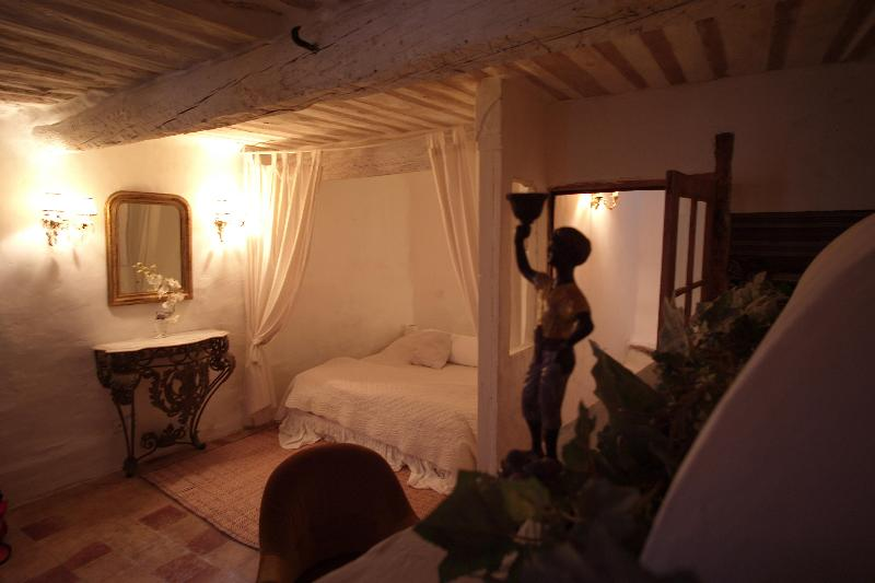 Master Bedroom - ROMANTIC HIDEAWAY IN THE SOUTH OF FRANCE - Villeseque-des-Corbieres - rentals