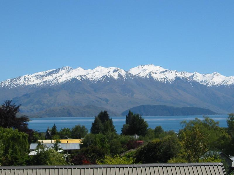 View from double room and guest balcony - Harpers Bed & Breakfast - lake views, very quiet - Wanaka - rentals