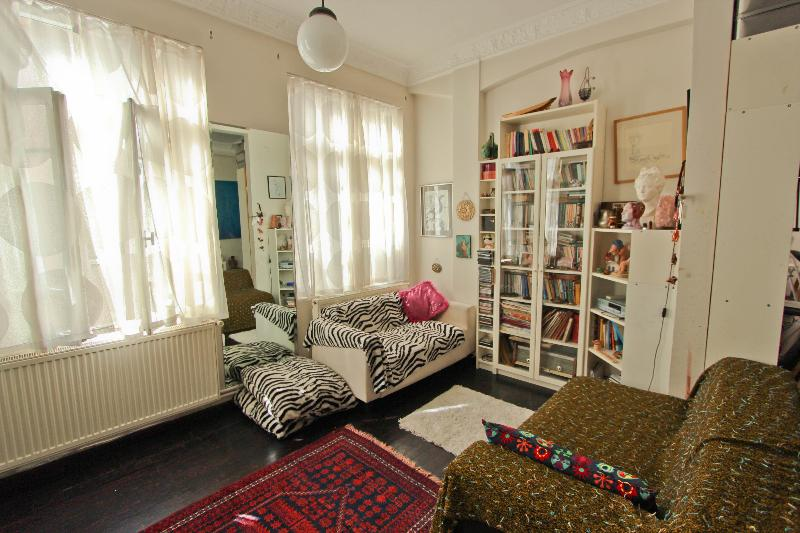 Artist's Flat/ Cosy/ GreatLocation - Image 1 - Istanbul - rentals