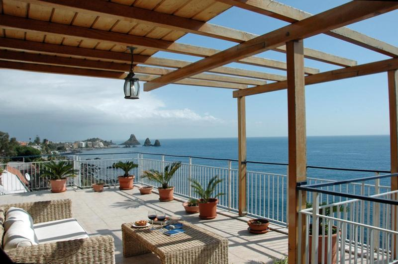 Beautiful apartment on the beach in Acicastello - Image 1 - Catania - rentals