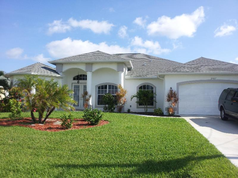 FRONT OF VILLA - BEAUTIFUL, NEW VILLA IN SW CAPE CORAL - Cape Coral - rentals