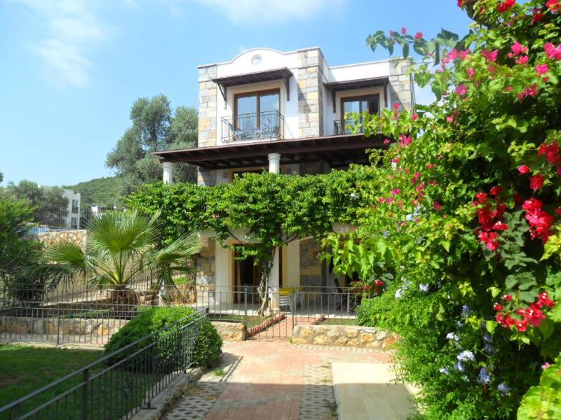 4 Bedroom Modern Villa, Shared Pool,Torba,Bodrum - Image 1 - Mugla - rentals