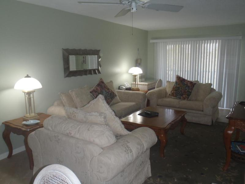 Living ara - Sanibel Condo  Quiet, Comfortable, Great Rates - Sanibel Island - rentals