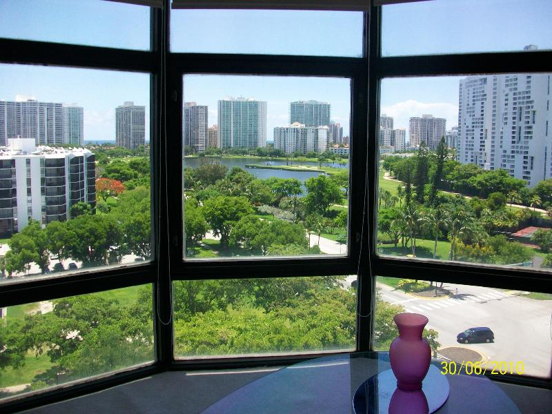 Living room window  - Luxury apt in heart of Aventura canal & golf views - Aventura - rentals