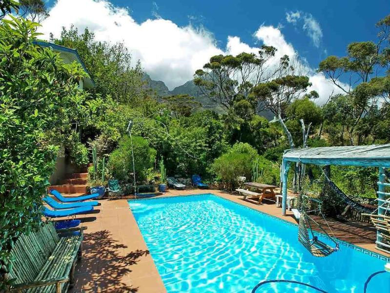 Pool area with hammocks - Campsbayglen - Coral Tree Studio ( Studio B) - Cape Town - rentals