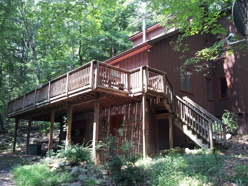 Front of house - Contempory Mountain Home - Quiet,Peaceful,Relaxing - Berkeley Springs - rentals