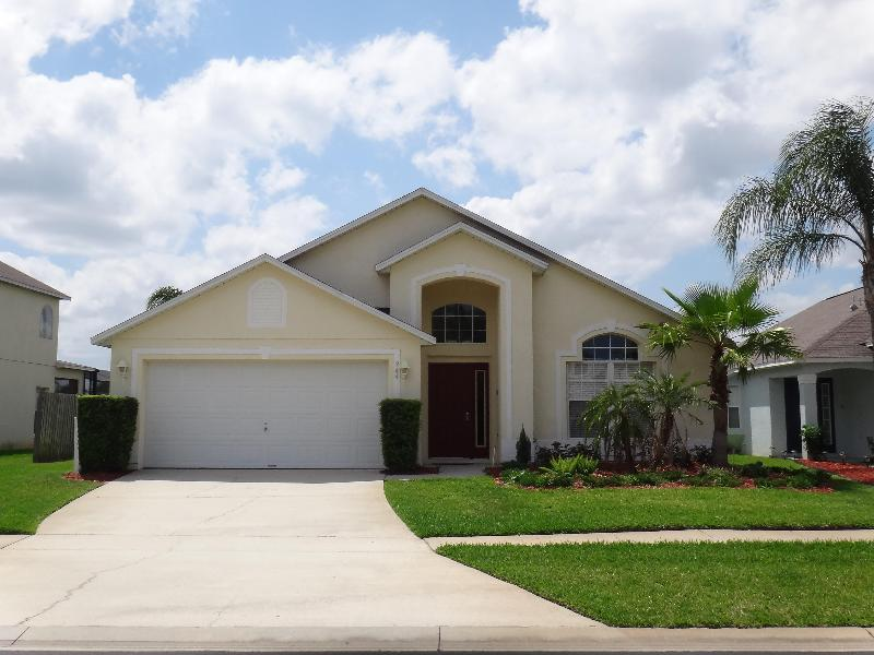 Front view of home- parking in driveway - Berkley Lake View, Pool, Game Room & 2 Suites - Kissimmee - rentals