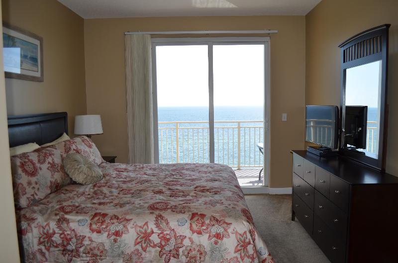 King Size Master Bedroom - DEC SPECIAL ONLY!! $590 @7 Nghs. Sterling Reef. - Panama City - rentals