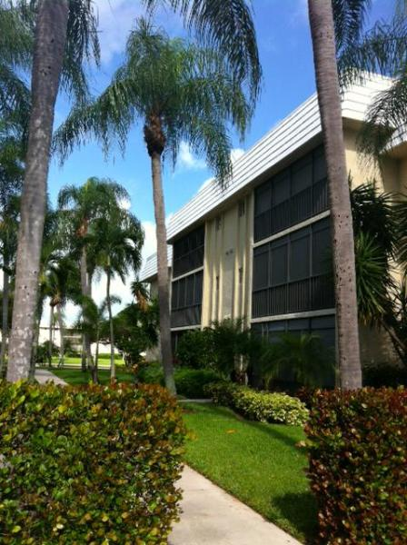 Naples - Park Shore 2 bed/2 bath: Min 3 mo rental - Image 1 - Naples - rentals