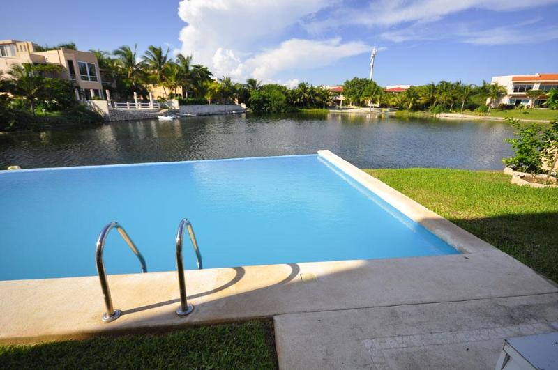 Pool and Lagoon - Puerto Aventuras Penthouse 3 Bdrm 3 Bath on water - Puerto Aventuras - rentals