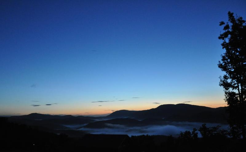 Sunrise from the Master Bedroom - Sunrise View Comfy Cozy home WIFI Fire Pit - Chimney Rock - rentals