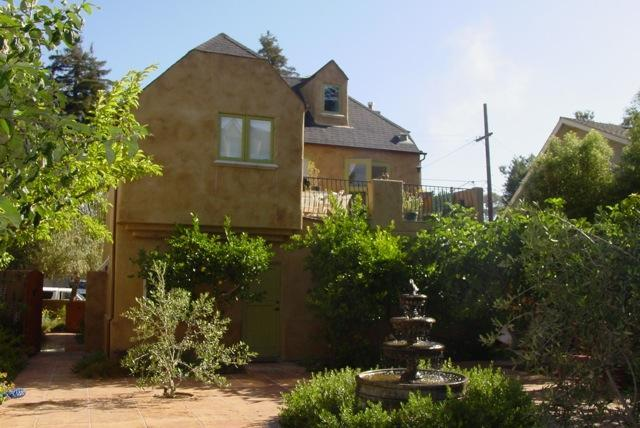 Exterior, showing courtyard and fountain. Apartment is on second story. - Charming Tuscan Home Near Harbor and Beach - Santa Cruz - rentals