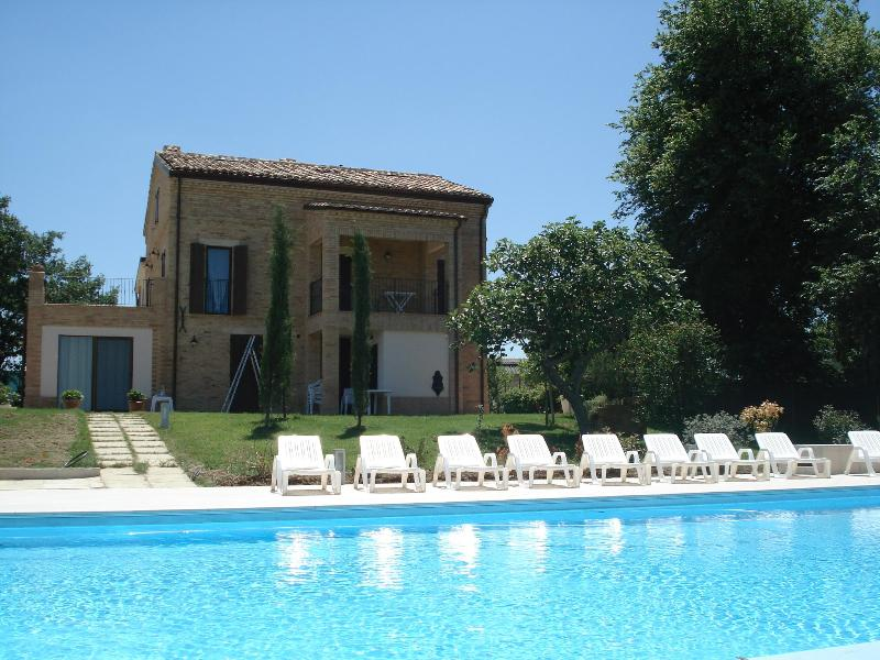 Country Giusto, view from pool - Stunning Newly Renovated Country Villa - Monte San Giusto - rentals