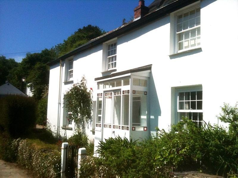 Cosy cottage with sea views and beach access - Image 1 - Helford - rentals