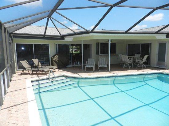 Patio and pool - Relax in Paradise at Avalon Bay - Cape Coral - rentals