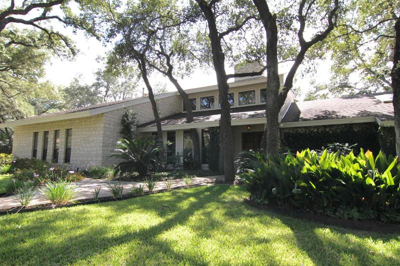 Front View of Home - Northwest Arboretums Tropical Paradise - Austin - rentals