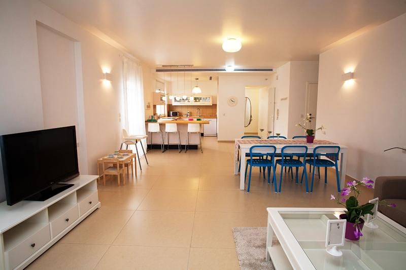 Living Room view to kitchen - Big, modern 3 Bdr, by Rothschild, private parking - Tel Aviv - rentals