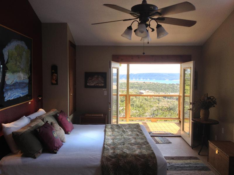 Enjoy the view! - Stunning views Lake Travis Tree Lodge B&B Austin Tx - Austin - rentals