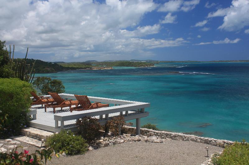 What a view and place to relax, sun/star gazing and watching the snorkelers - Cliffside Villa Elegantly Embracing the Sea - Long Bay - rentals