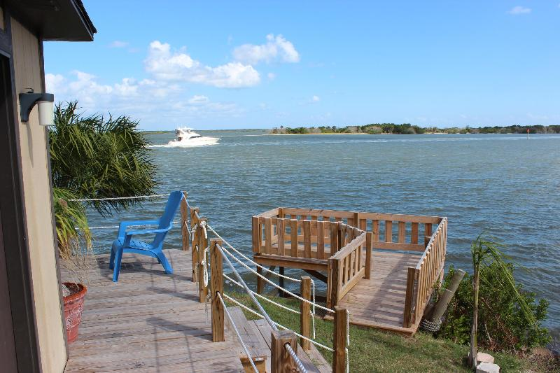 Looking East - Water front short term rentals on the Lagoon - Oak Hill - rentals
