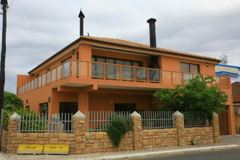 House with two condo's - 3BDR 3BATH Luxury Condo in KLEINMOND with Sea View - Kleinmond - rentals