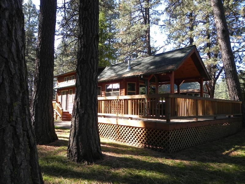 Cabins on the banks of the Metolius River - Image 1 - Camp Sherman - rentals