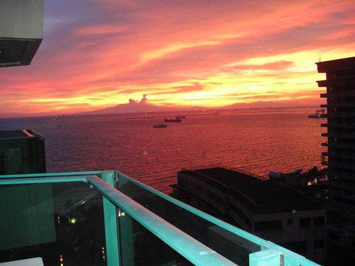 View of the Sunset from Balcony - Bayview w/ Balcony, Free WiFi Near Malls in Malate - Manila - rentals