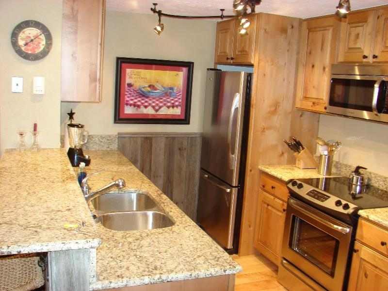 Fully equipped kitchen - 2 BR Chateaux renovated! Pool, hot tub $100/nt Jan - Crested Butte - rentals