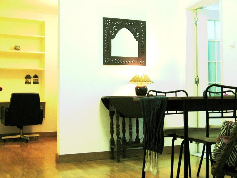 LISBON-CHIADO SUPER CENTRAL PLEASING FLAT 4 PAX - Image 1 - Lisbon - rentals