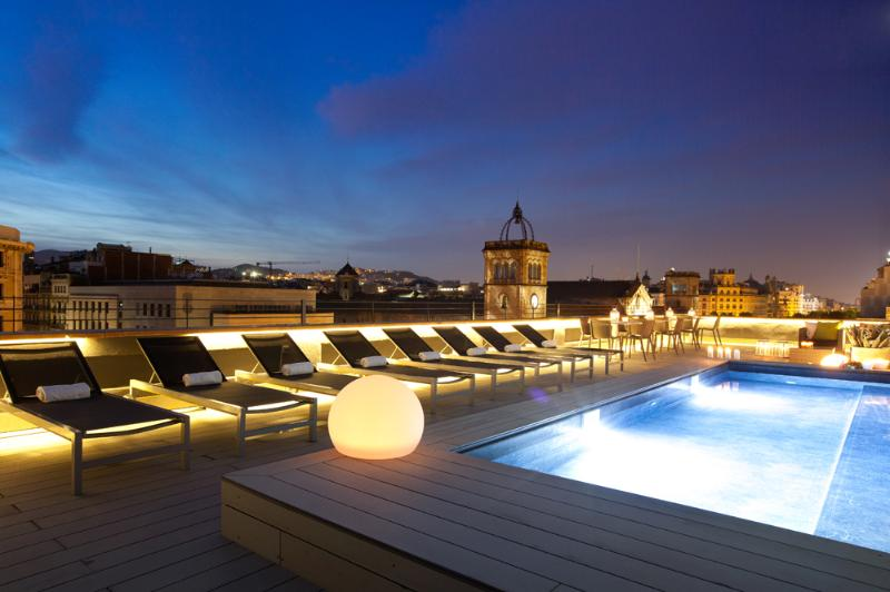 Spectacular Communal Terrace and Pool. Night view. - Central and highly exclusive - Miro 142 - Barcelona - rentals