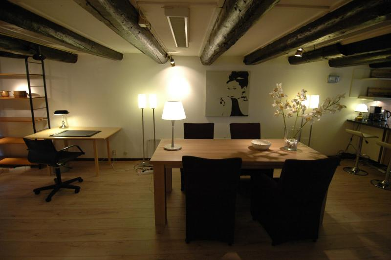 Dinig table and on the left a place for studying - Beautiful Loft in Centre - Amsterdam - rentals