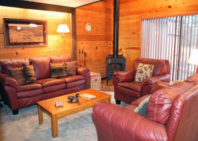 Condo With Loft, Close To Village Mall, Free & Discounted SHARC Passes - Image 1 - Sunriver - rentals