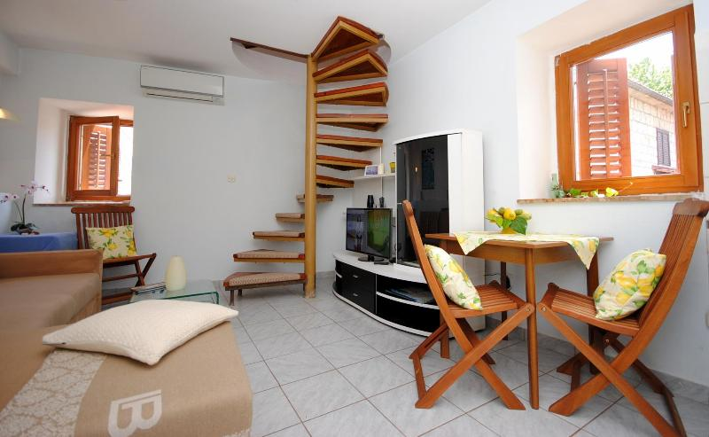 Art Maisonette Split  - Cozy Art Duplex next to the Diocletian Palace - Split - rentals