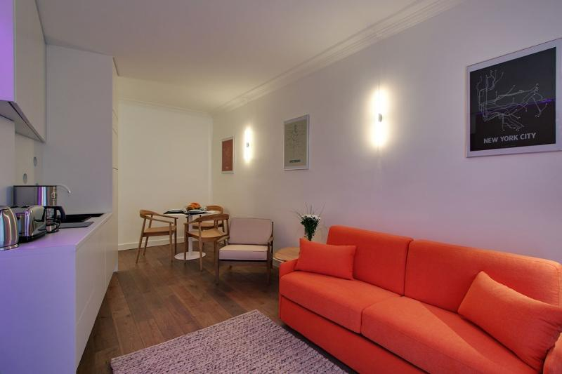 *MODERN APARTMENT IN THE FAMOUS MONTORGUEIL AREA* - Image 1 - 2nd Arrondissement Bourse - rentals