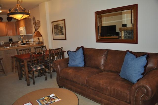 Living area - Copper Springs Lodge - Copper Mountain - rentals