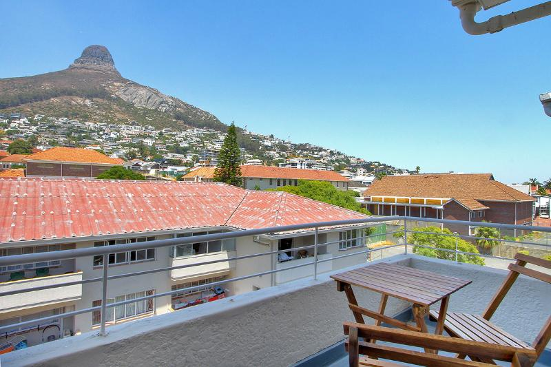 View of Lions Head - 1 Bedroomed Apartment, Highly Central sleeps 2 - Cape Town - rentals