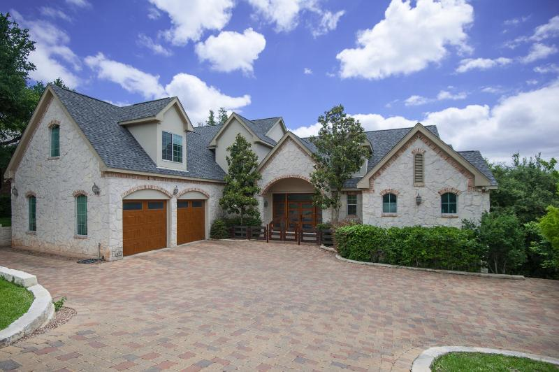 Plenty of Parking - NW Hills Luxury Retreat 10 Minutes From Downtown - Austin - rentals