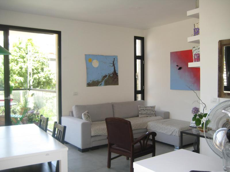 Luxury 2 bedroom apartment close to the beach 5 people - Image 1 - Tel Aviv - rentals
