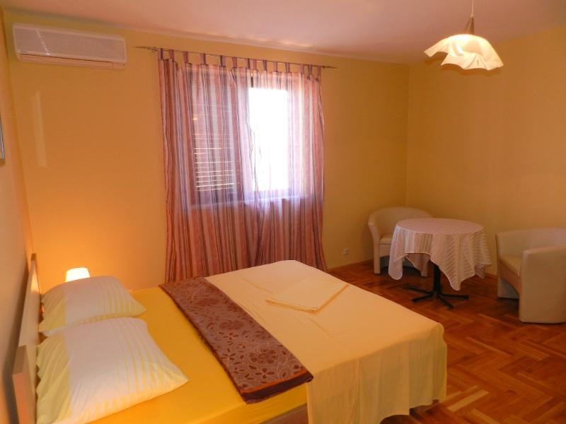 Apartments and Rooms Biserka - 22791-S5 - Image 1 - Vodice - rentals
