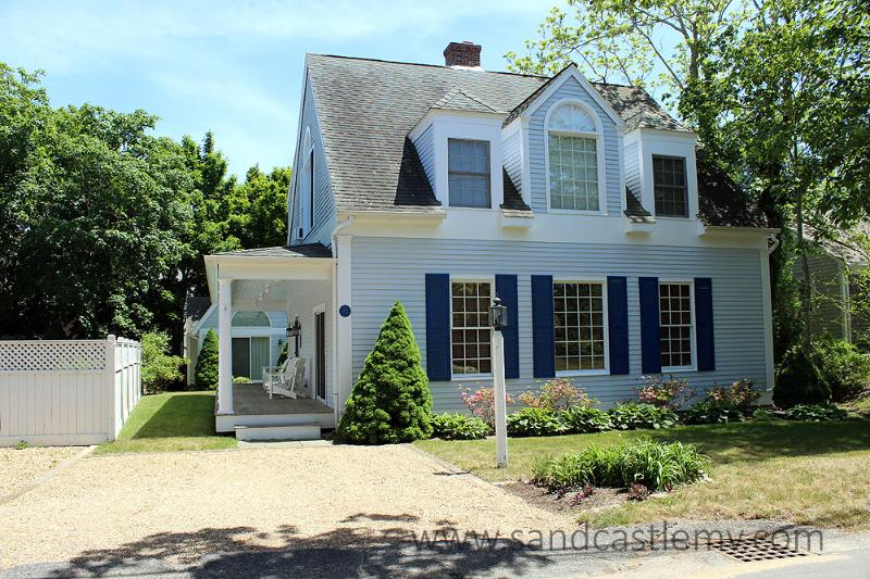 584 - BEAUTIFUL IN-TOWN EDGARTOWN HOUSE AND GUEST - Image 1 - Edgartown - rentals