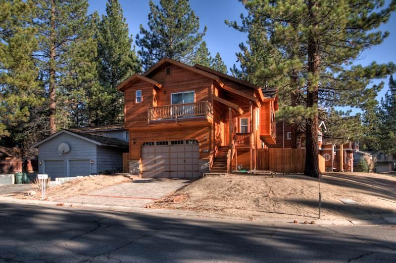 Gorgeous 4 Bedroom/3 Bathroom House in South Lake Tahoe (ST49) - Image 1 - South Lake Tahoe - rentals