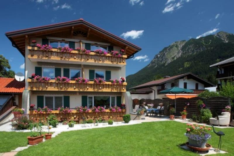 LLAG Luxury Vacation Apartment in Oberstdorf - 495 sqft, quiet, comfortable, WiFi (# 2002) #2002 - LLAG Luxury Vacation Apartment in Oberstdorf - 495 sqft, quiet, comfortable, WiFi (# 2002) - Oberstdorf - rentals